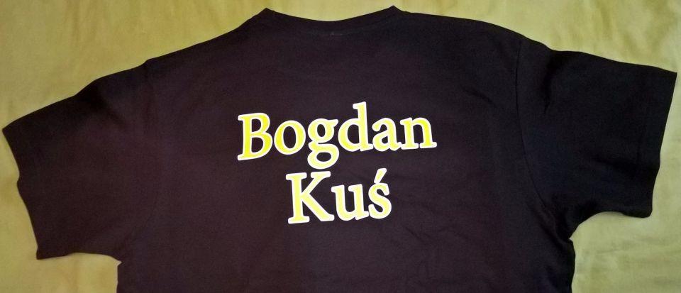 Team Koda-Fishing przygotowany na niedzielne zebranie .Pierwszy koszulkę imienną założył Maciek Kozubski,teraz dołączył Bogdan Kuś.BRAWO!.Dobrzy zawodnicy występują w koszulkach z logo klubu i swoim.Czekamy na następnych.