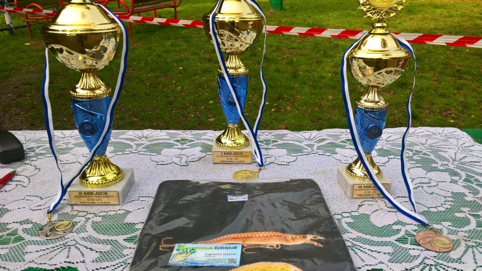 Wyniki zawodów 1-MACIEK 2-SŁAWEK 3-ZBYSZEK Ładne puchary i dobre żarcie.