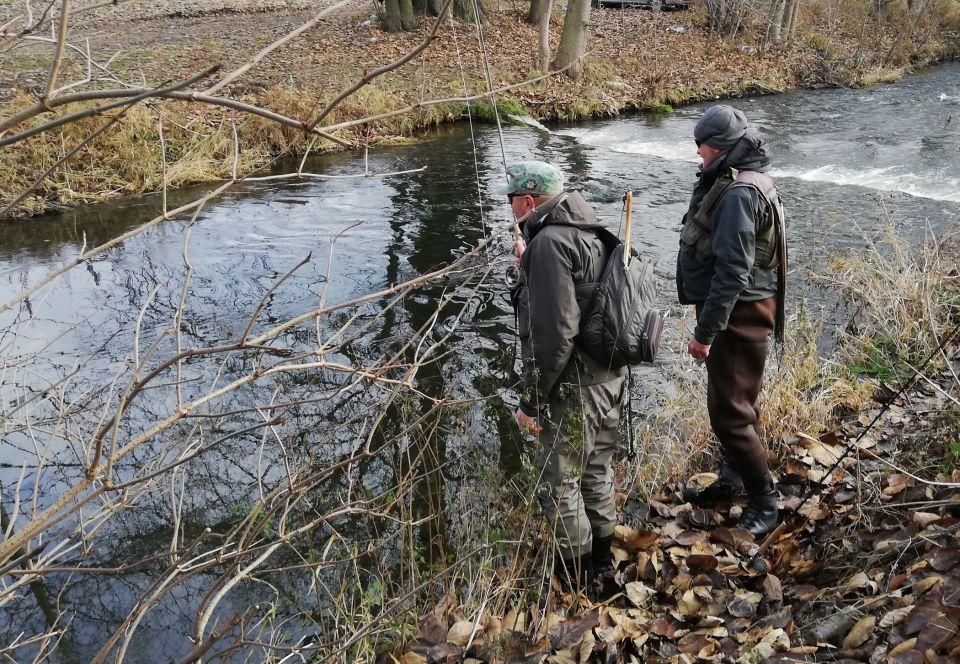 """04.12.2020. Leśne stawy zamarznięte ,to wypad nad rzekę z """"młodszymi"""".;)"""