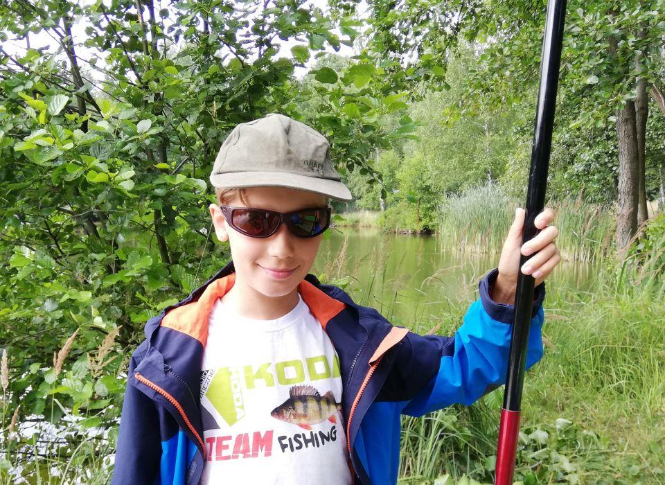 Najmłodsi z KODA-FISING życzą z okazji Dnia Bajtla udanych połowów swoim kolegom po kiju.